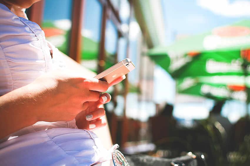 Sebavedomi ludia sa nehraju s telefonom v spolocnosti