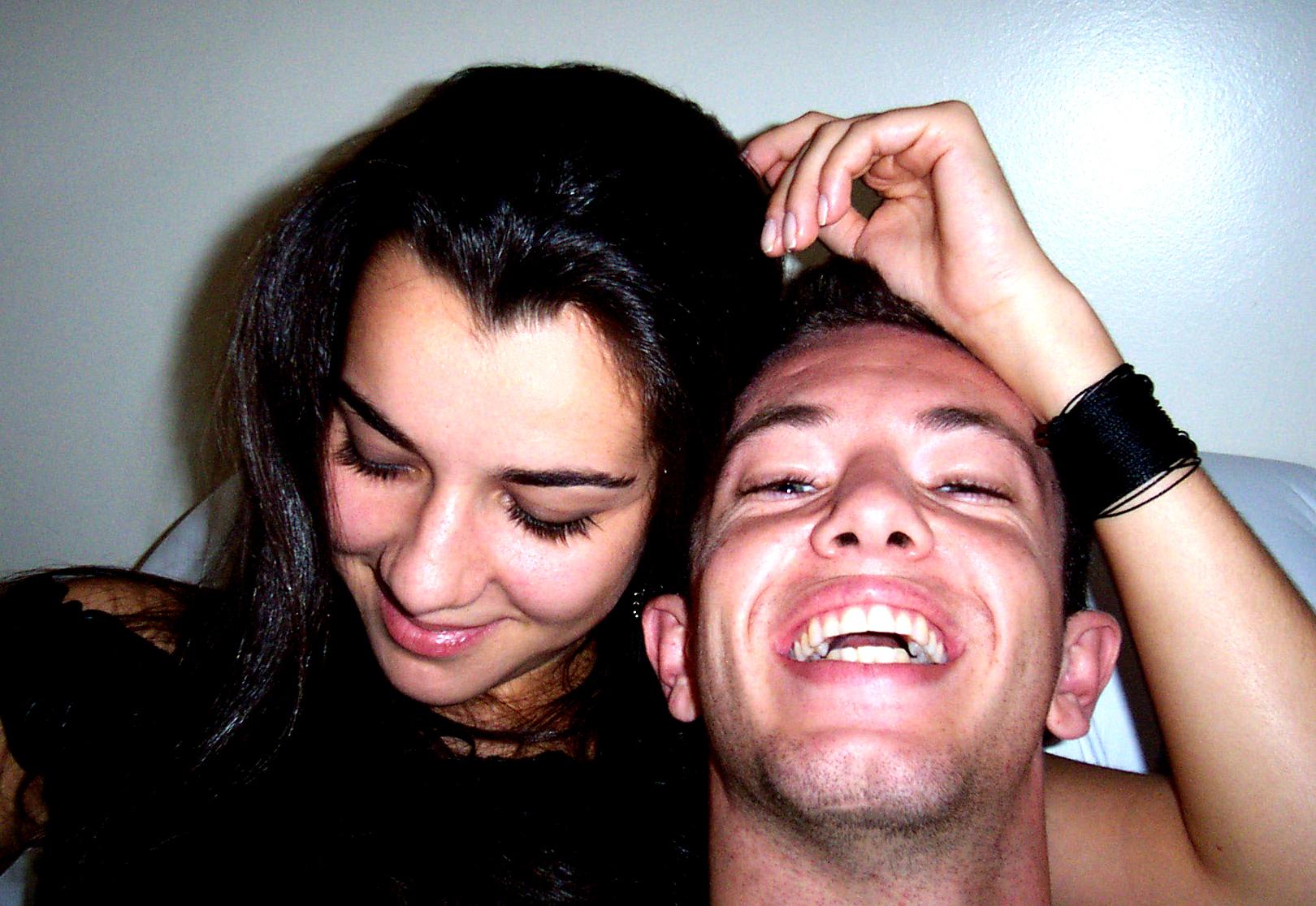 Šťastný bezstarostný zaľúbený párik