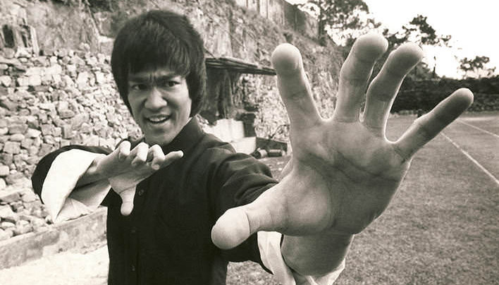 Bruce Lee A Jeho 8 Citátov, Ktoré Ti Ukážu Ako Zvíťaziť A Uspieť Na Plnej Čiare